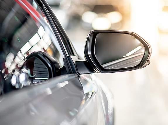 Rückspiegel von Auto